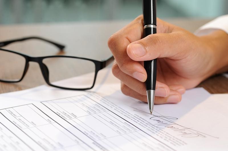 Mẫu xác nhận lương cần có đầy đủ các thông tin cơ bản và chữ ký xác nhận của cơ quan nơi bạn công tác mới có giá trị pháp lý